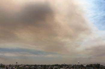 Incendio en la sierra ensombrece a Mexicali