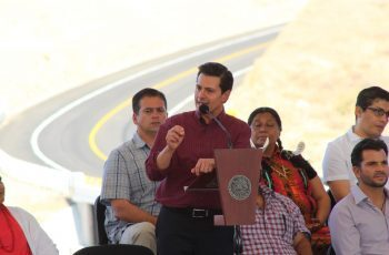 Inauguró Peña Nieto la carretera Tecate-San Antonio de las Minas