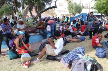Van diez migrantes deportados por cometer faltas en Baja California