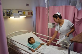 Reconocen a personal de enfermería en su día