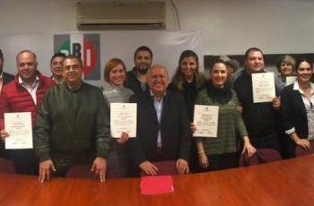 PRI entrega constancias a aspirantes a Alcaldes y Diputados